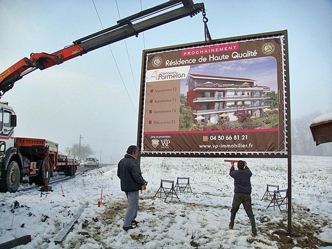 Pose panneau commercial, pose panneau chantier