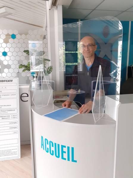 Ecran de protection plexiglass accueil, fabricant protection plexi sur mesure