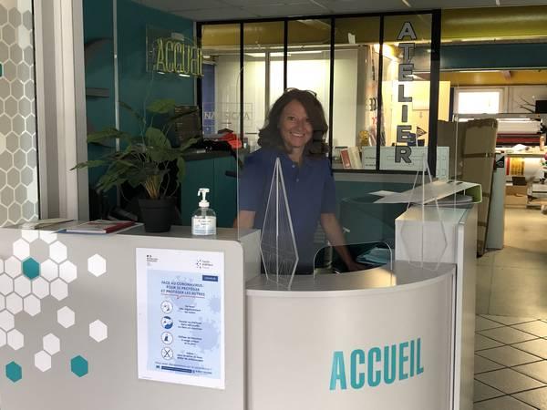 Ecran de séparation en plexiglass pour bureau